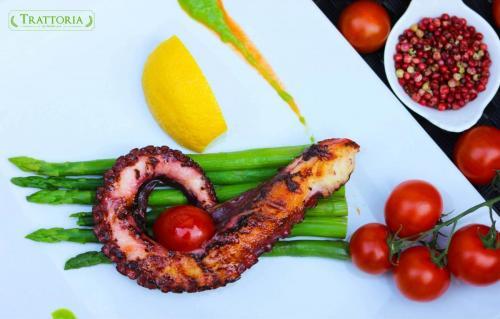 caravatica trattoria by garden pub pitesti