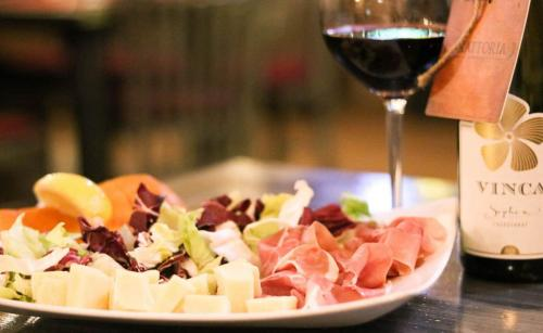 restaurant trattoria by garden pub pitesti