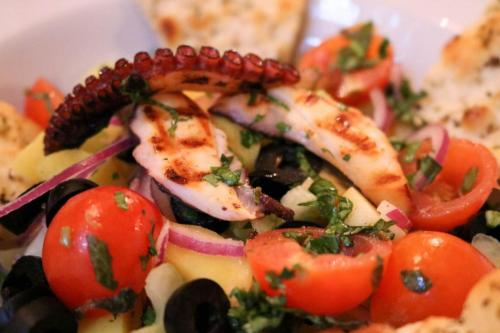 salata trattoria by garden pub pitesti