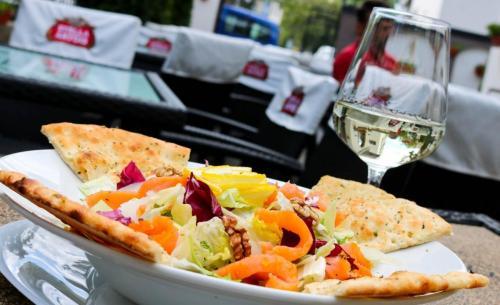 focaccia trattoria by garden pub pitesti