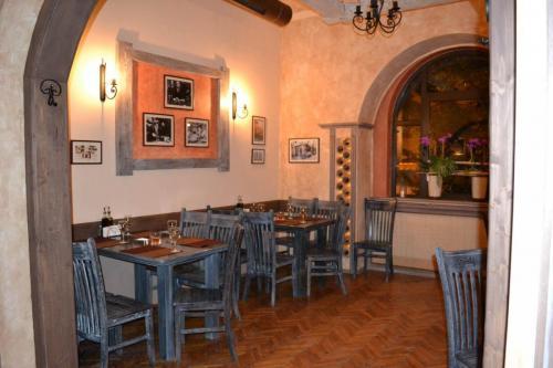 trattoria by garden pub pitesti